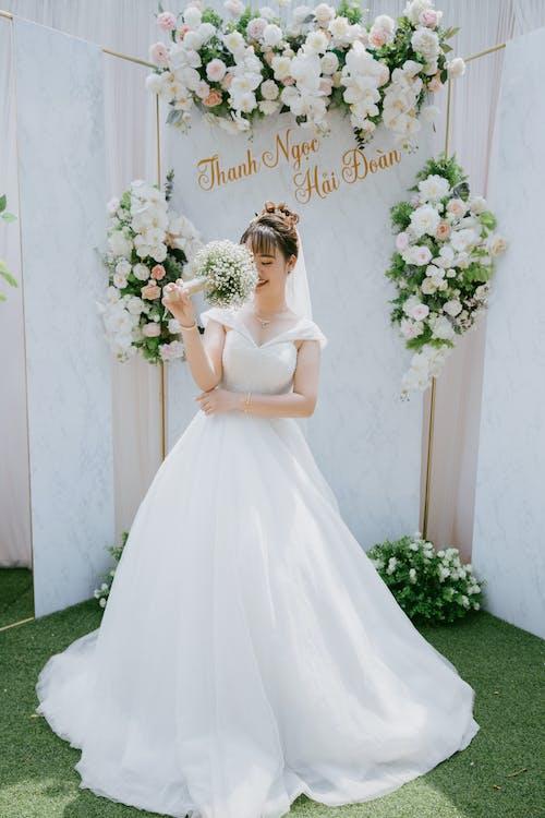 Безкоштовне стокове фото на тему «букет, весілля, весільний, вуаль»