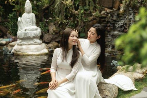 Безкоштовне стокове фото на тему «весілля, вода, дерево, Дівчина»