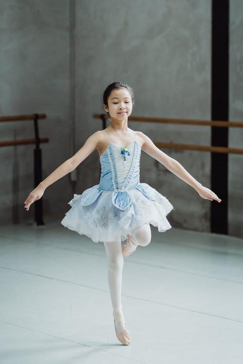 Ballerinas in ballet costume on tiptoe