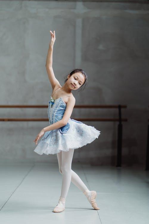 Gratis stockfoto met activiteit, arm geheven, artiest, Aziatisch meisje