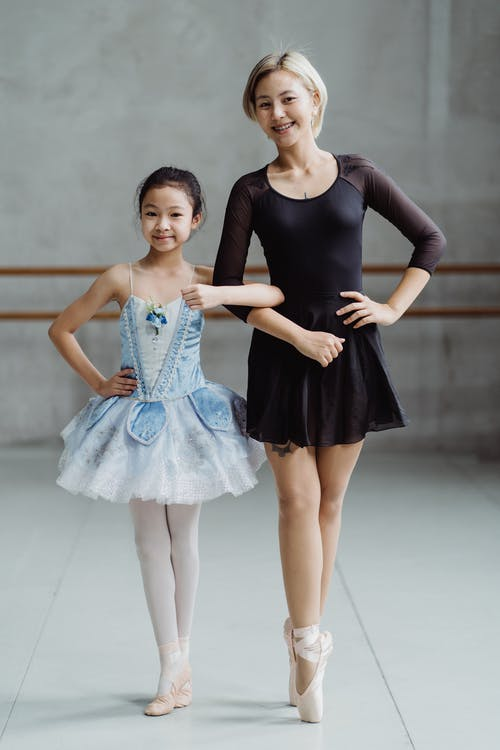 Asian ballerinas in pointe shoes