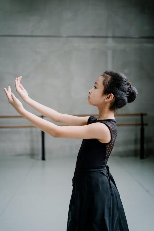 Gratis arkivbilde med armer hevet, asiatisk jente, ballerina