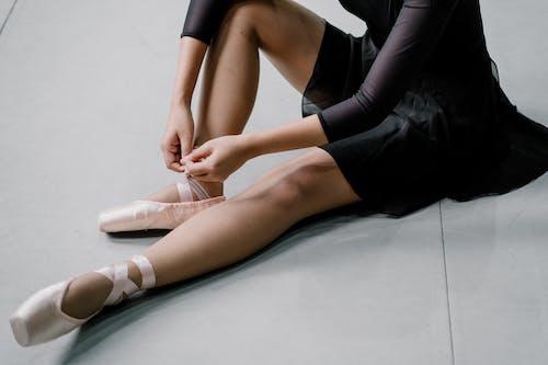 Ritaglia La Ballerina Irriconoscibile Che Indossa Le Scarpe Da Punta
