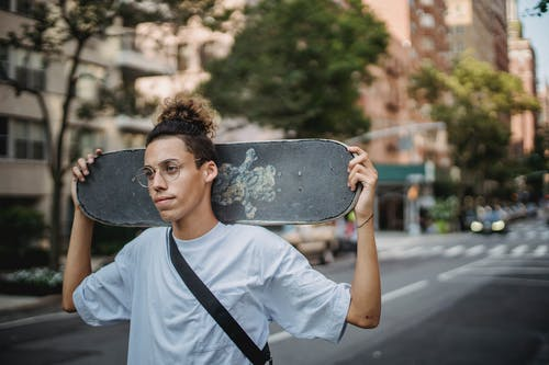 거리, 나르는, 남자, 도로의 무료 스톡 사진