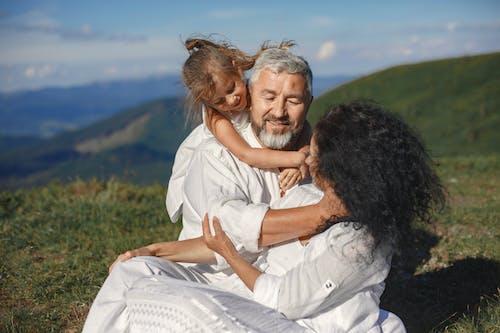 Δωρεάν στοκ φωτογραφιών με αγάπη, αγκαλιάζω, άνδρας