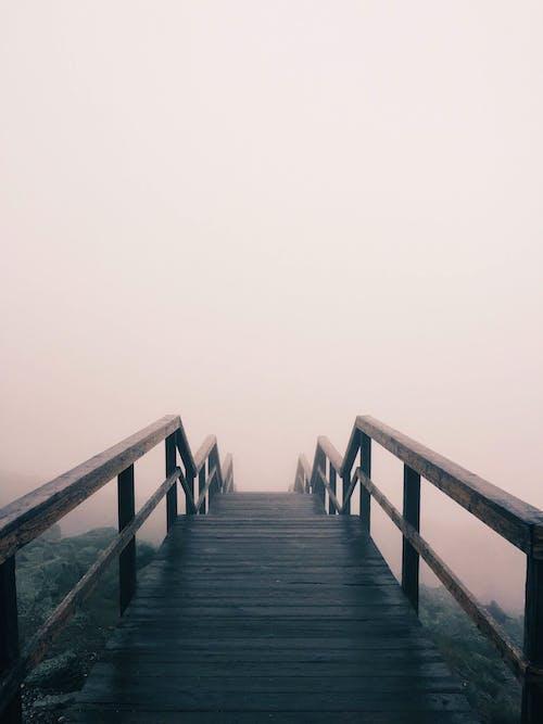 Kostenloses Stock Foto zu nebel, neblig, pfad, promenade