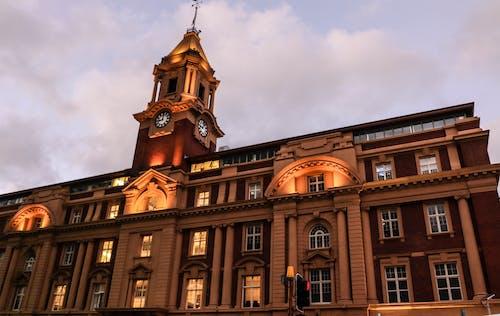 Fotobanka sbezplatnými fotkami na tému budova, čas, konštrukcia