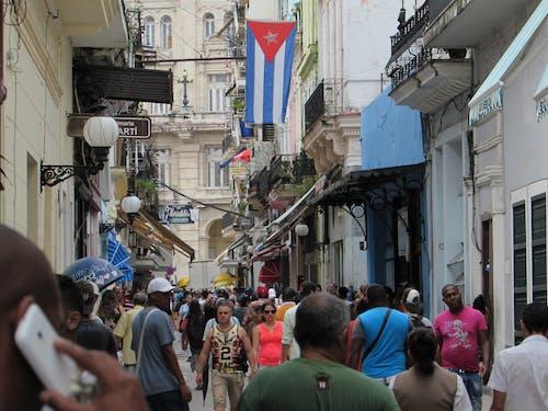 Kostenloses Stock Foto zu alte havana, calle obispo, flagge