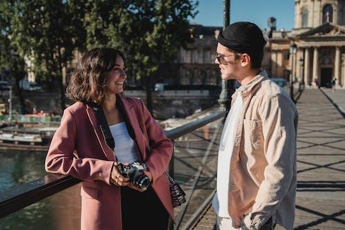 Безкоштовне стокове фото на тему «дата, жінка, камера»