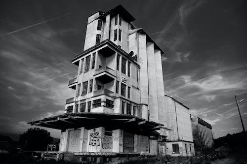 Foto d'estoc gratuïta de abandonat, arquitectura, blanc i negre