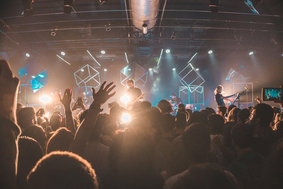 Audience band blur concert