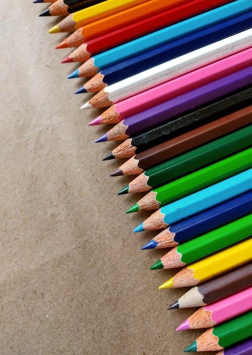 Foto profissional grátis de cheio de cor, colorida, lápis de cor