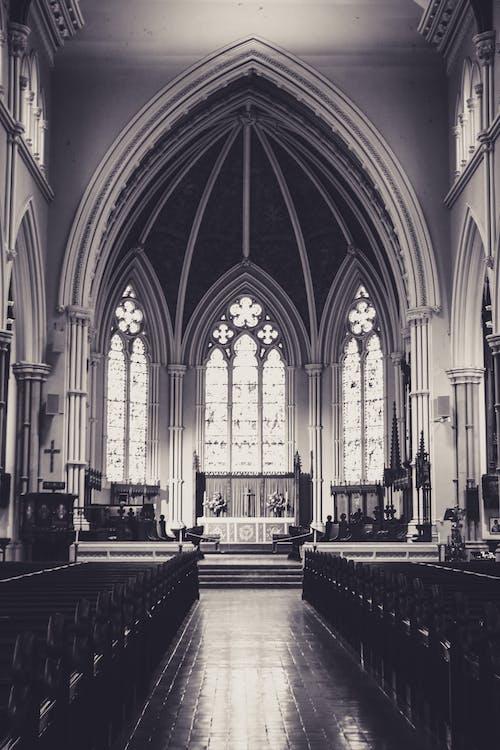 Kostnadsfri bild av arkitektur, bänkar, gång, katedral