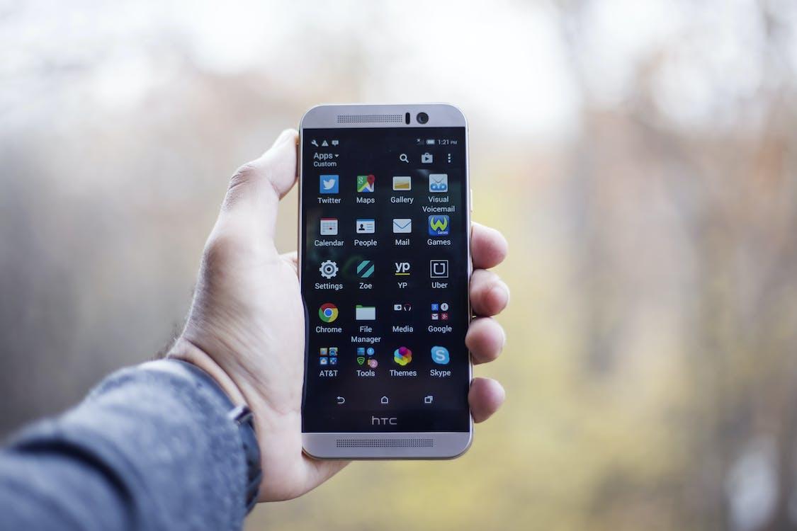 HTC, рука, смартфон