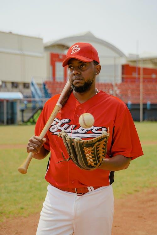 Ilmainen kuvapankkikuva tunnisteilla afroamerikkalainen mies, asu, baseball