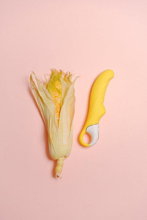 Gratis stockfoto met concept, dildo, geel