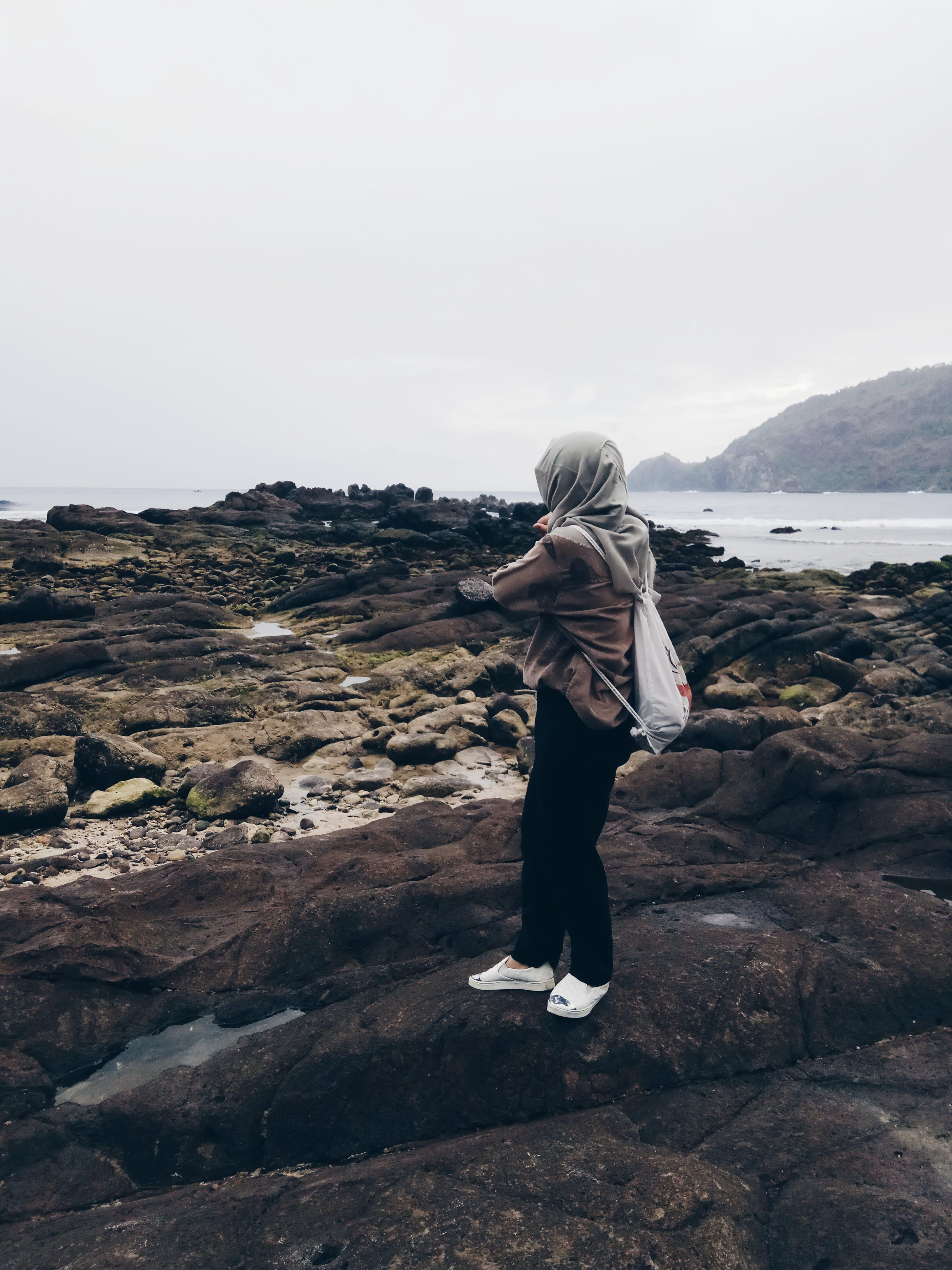 boş zaman, dağ, dalgalar, deniz içeren Ücretsiz stok fotoğraf