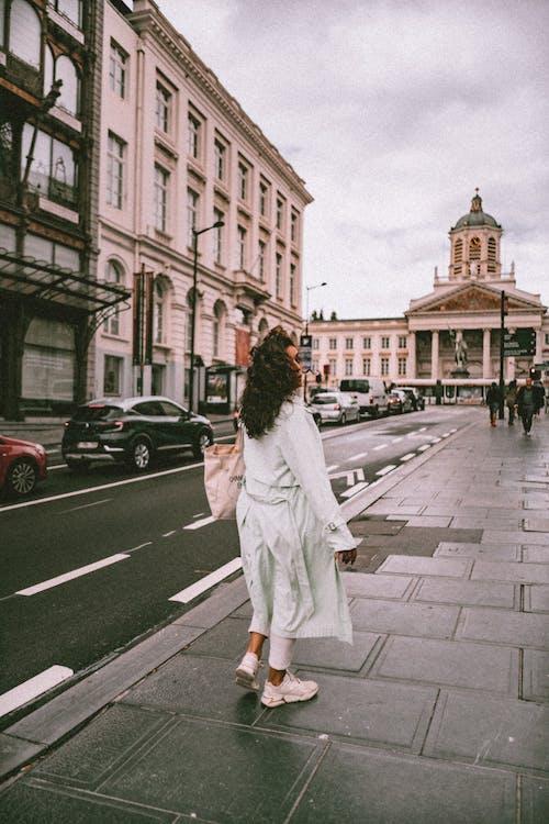 Základová fotografie zdarma na téma architektura, budova, cestování, chirurgická maska
