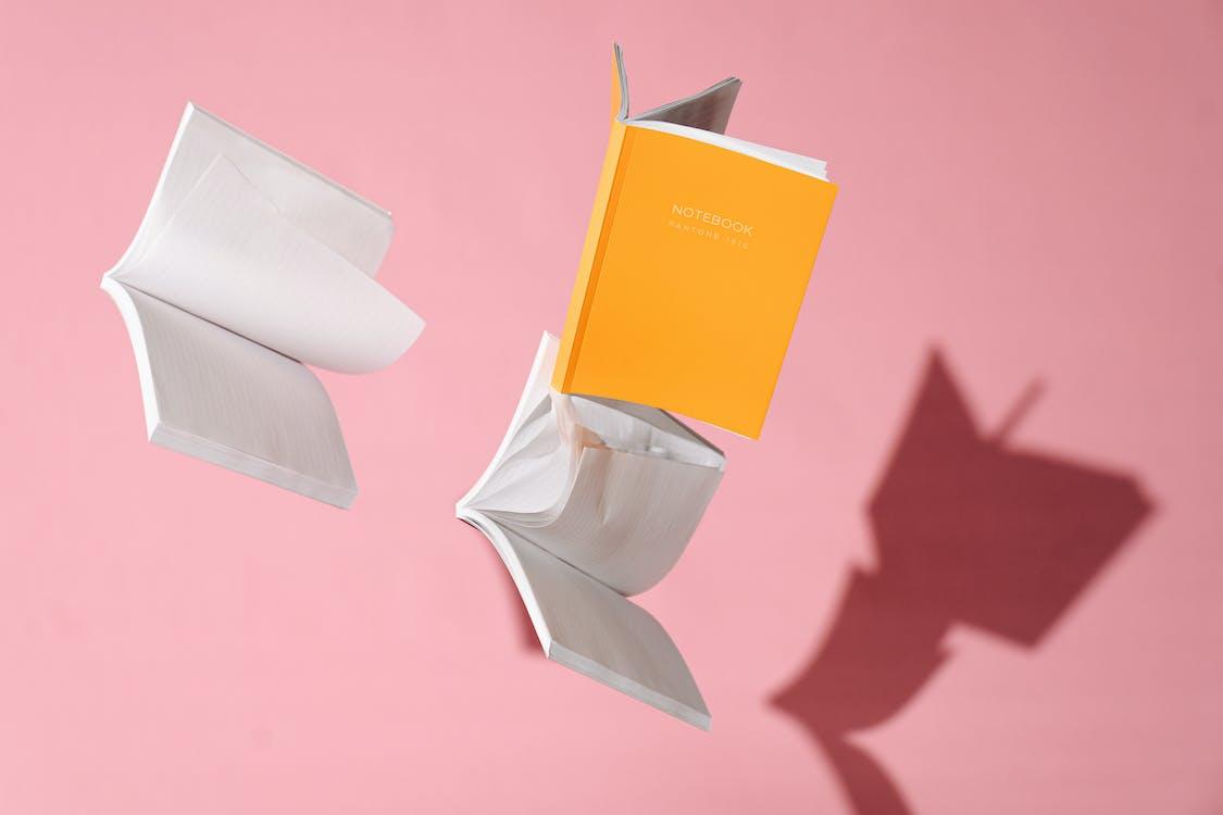 Boîte En Carton Marron Et Blanc