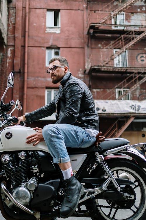 Immagine gratuita di adulto, bicicletta, blue jeans