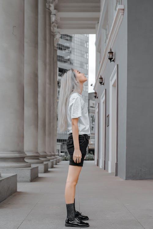 Darmowe zdjęcie z galerii z architektura, azjatka, beztroski, blond