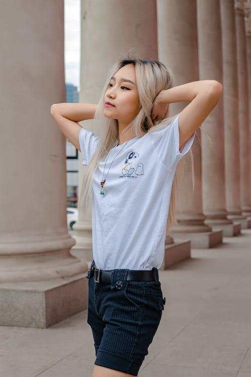 Foto profissional grátis de adolescente, ao ar livre, arquitetura, bonita