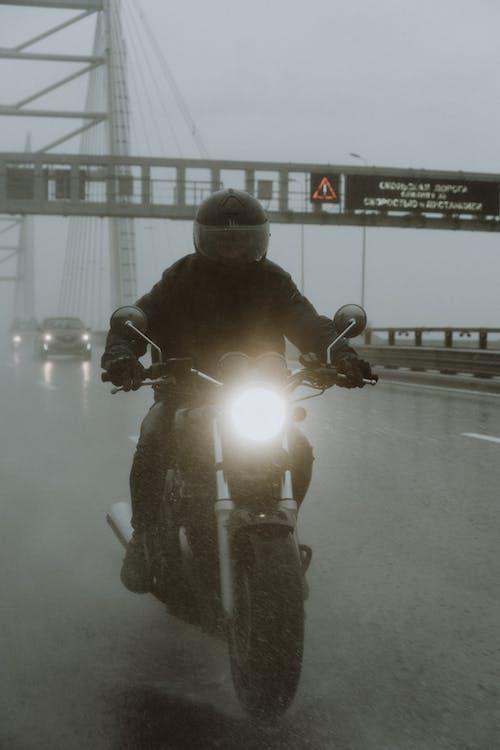 Бесплатное стоковое фото с Анонимный, байк, байкер, велосипед