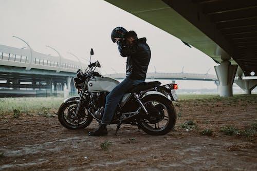 검은색 가죽 자켓, 검은색 가죽 재킷, 남자의 무료 스톡 사진
