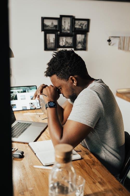 Foto stok gratis anak laki-laki amerika afrika, bekerja dari rumah, belajar di rumah