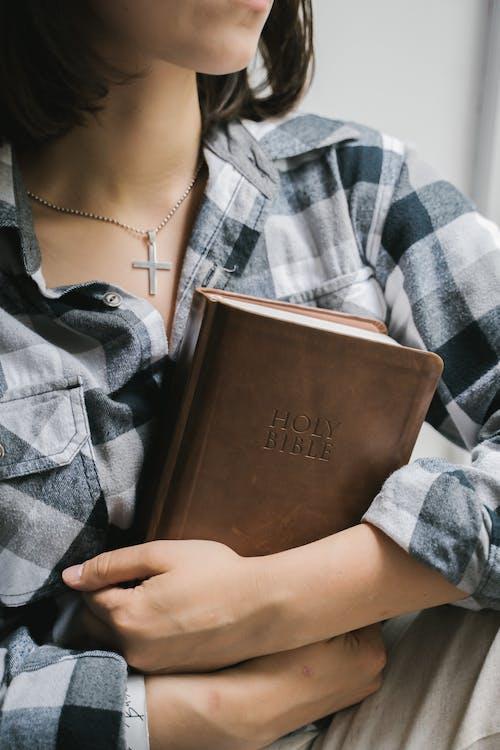 Kostenloses Stock Foto zu acredita em deus, beten, bibel