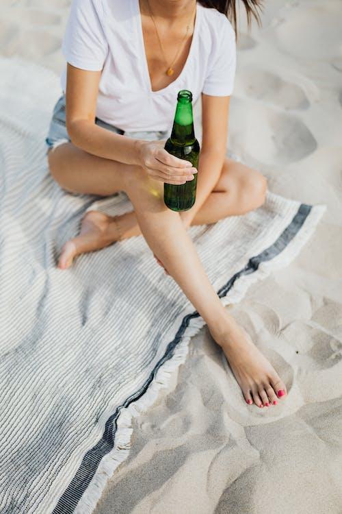 Δωρεάν στοκ φωτογραφιών με αλκοόλ, άμμος, Άνθρωποι