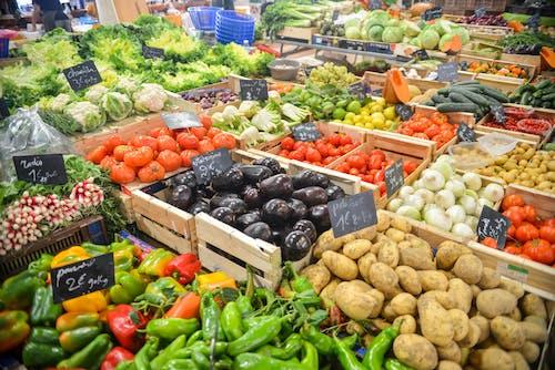 Gratis lagerfoto af afgrøder, auberginer, bio, butik