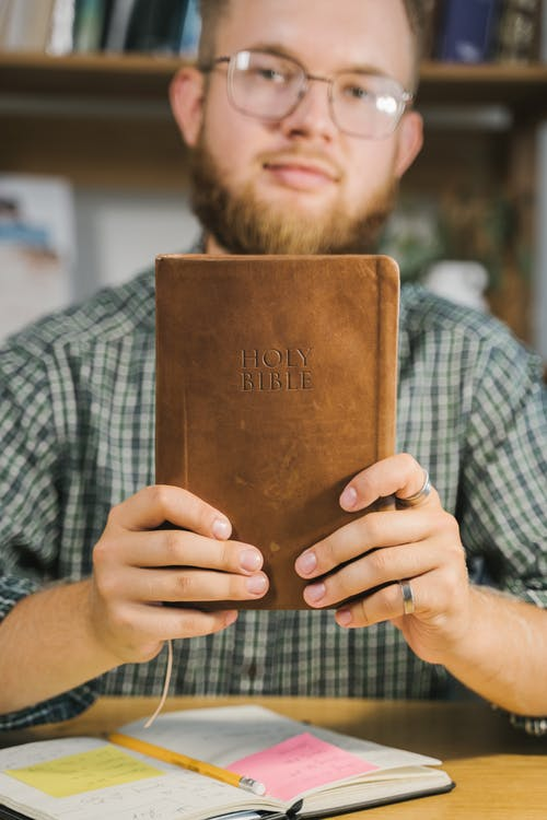Immagine gratuita di acredita em deus, adulto, bibbia, biblioteca