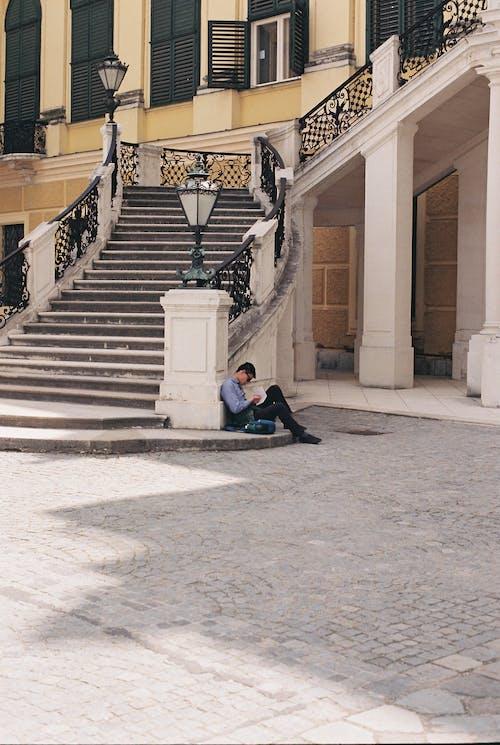 Бесплатное стоковое фото с Анонимный, архитектура, безликий, библиотека