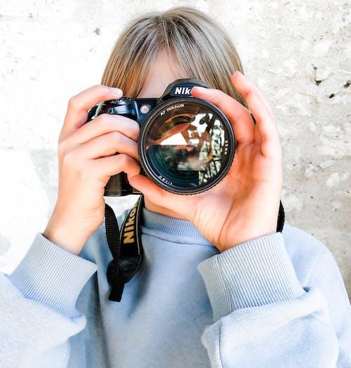 Kostnadsfri bild av äventyr, barn, criança com càmera