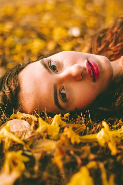 Безкоштовне стокове фото на тему «веселий, Дівчина, жінка»