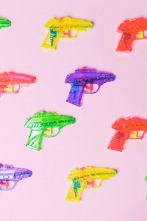 Immagine gratuita di arma, articolo, azione, cappelliera