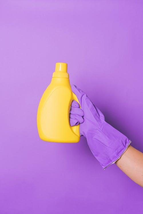 Foto profissional grátis de amarelo, anônimo, antibacteriano