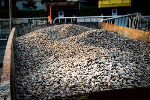 Kostenloses Stock Foto zu container, sand, steine