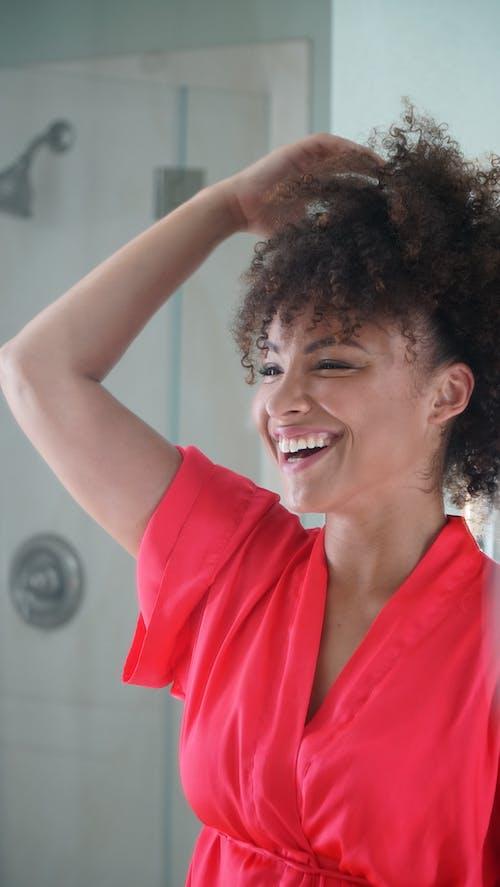 Бесплатное стоковое фото с афро-американка, беззаботный, блузка