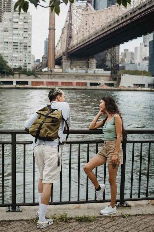 Fotobanka sbezplatnými fotkami na tému anonymný, architektúra, batoh, blízky