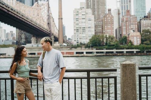 Ảnh lưu trữ miễn phí về bạn gái, bạn trai, bờ sông, cảnh quan thành phố