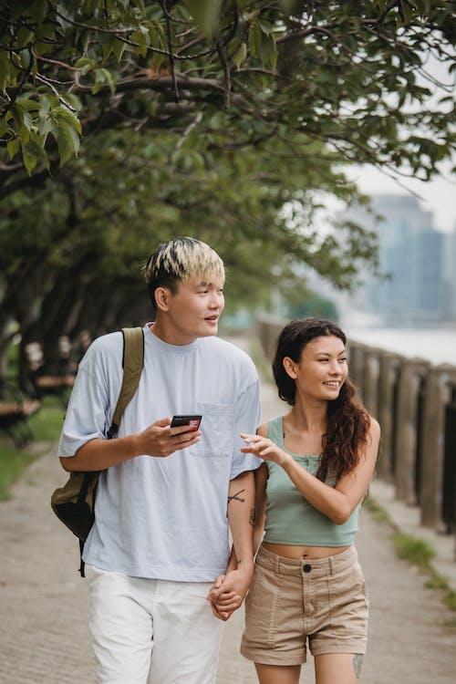 Fotos de stock gratuitas de afecto, al aire libre, alegría, árbol