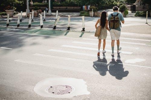Gratis stockfoto met achteraanzicht, anoniem, asfalt, beweging