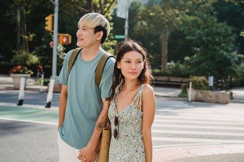 Gratis stockfoto met affectie, amour, andere kant op kijken, aziatische kerel