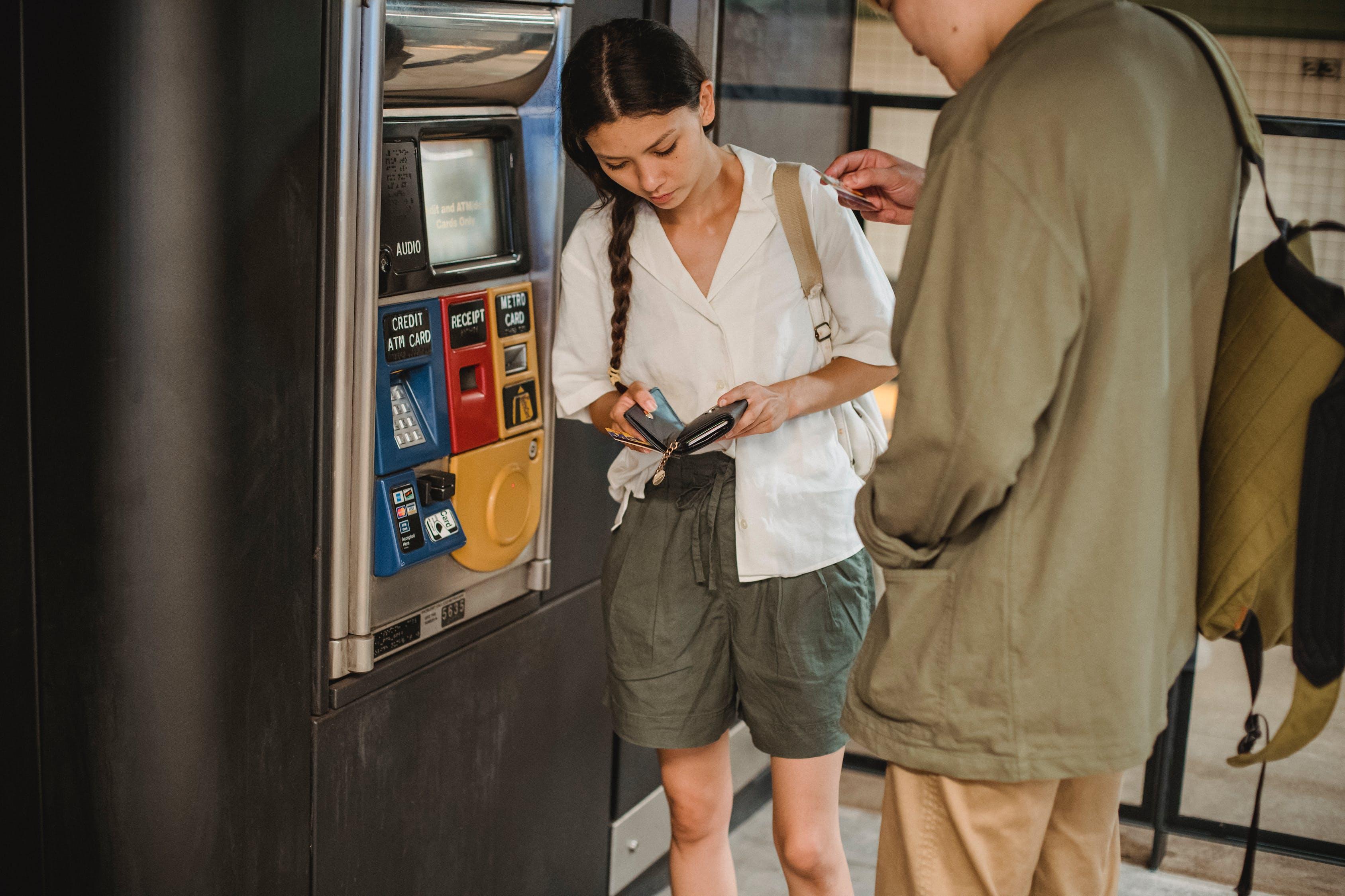 Transaksi Anda DITOLAK karena Pilihan Rekening Salah saat Ambil Uang di ATM BNI