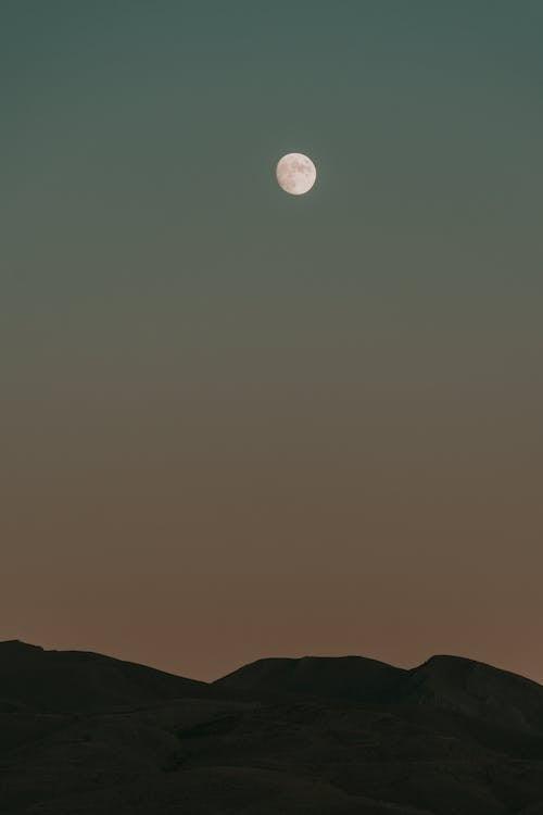 Darmowe zdjęcie z galerii z góry, jasność, księżyc