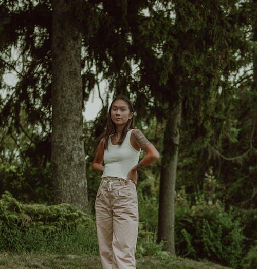 Foto profissional grátis de adulto, amor, ao ar livre, árvore
