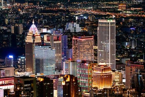 Gratis stockfoto met architectuur, avond, bedrijf, binnenstad