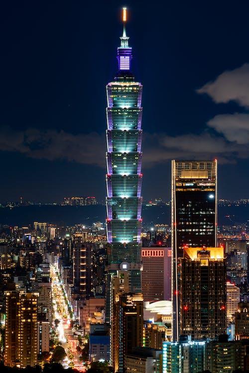 Gratis stockfoto met architectuur, avond, bedrijf, belicht
